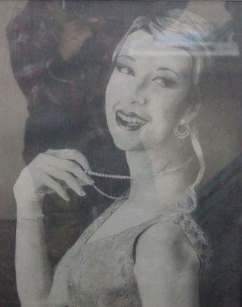 Artist: Angela Coleman, Year: 11, Title: 1940s Style, Subject: Self Portrait